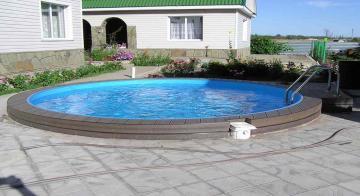 Круглый бассейн с террасной доской